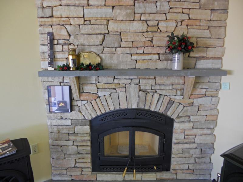 aplikasi batu alam pada dinding ruangan